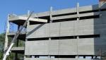 Fachada com paineis alveolares de concreto